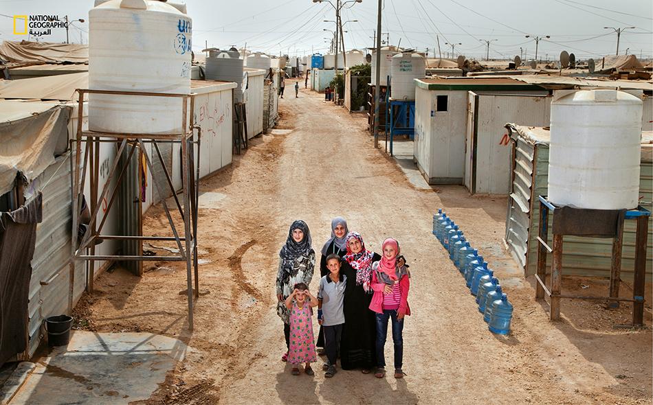 مخيم الزعتري لللاجئين السوريين في الأردن حيث تملأ السلطات الخزانات كل خمسة أيام