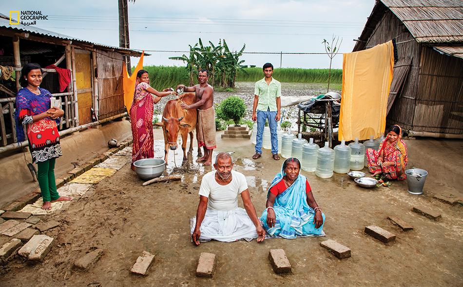 في الهند تقوم الفتيات بنقل كل كمية الماء هذه للشرب و الاستخدامات اليومية و للماشية على 40 رحلة ذهاب و اياب إلى مصدر المياه